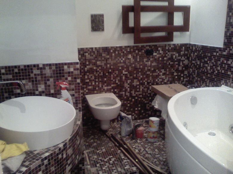 Posa in opera rivestimenti - Posa mosaico bagno ...